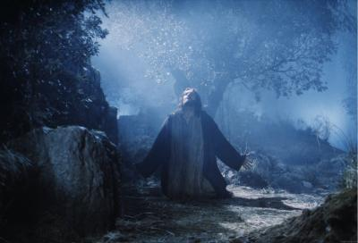 20140801210035-20130728160626-jesus-christ-praying-wallpapers-09-1024x698.jpg